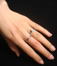 指甲半月痕有什么特别的含义?